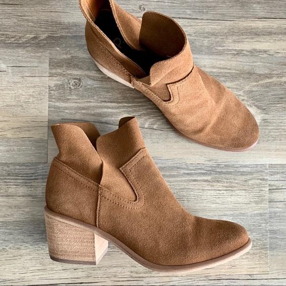 4565dca12b1 bp Shoes - B.P. Nordstrom Cognac Brice Notched Suede Bootie 7